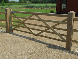 Universal Softwood Gate - hang right