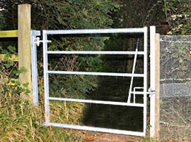 Bridle Gate In Frame - 6 Rail Galvanised