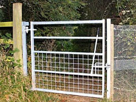 Bridle Gate In Frame - 5 Rail Galvanised With Part Meshed Base
